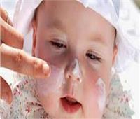 وصفة سهلة وطبيعية لتفتيح بشرة الأطفال الرضع