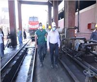 وزير النقل يحذر العاملين بورش السكك الحديد من اهدارالسولار باعتباره من اموال الشعب