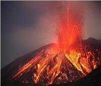 الرئيس المحلي لجزر الكناري يحذر من انبعاث غازات سامة بسبب البركان النشط