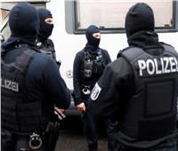 بسبب الكمامة.. رجل يقتل عامل داخل محطة وقود في ألمانيا