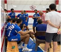 حسين لبيب يحفز لاعبي «يد الزمالك» قبل مواجهة الأهلي