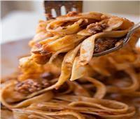 لعاشقات المطبخ.. «فيتوتشيني بالسجق والجبنة البارميزان»