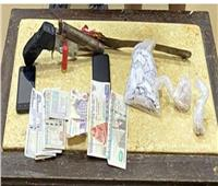 مداهمة وكر لتجارة المخدرات.. وضبط عاطلين بـ«هيروين وسلاح ناري» في الشرقية