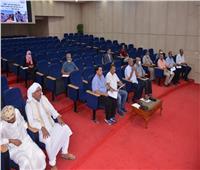 محافظ مطروح يستعرض خطه المشروعات الخدمية بمدن ومراكز المحافظة