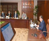 وزير البترول يتابع مشروعات إنشاء محطات تموين السيارات بالغاز الطبيعي
