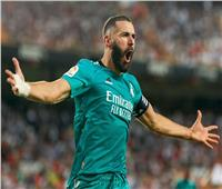 ريال مدريد يحتفل بكريم بنزيما بعد وصوله لـ 200 هدف بالليجا
