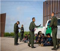 حرس الحدود الأمريكي يحتجز 14 جنديا مكسيكيا