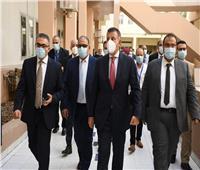 رئيس جامعة عين شمس يفتتح الرعاية المركزة الأحدث من نوعها في مصر