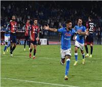 نابولي يهزم كالياري.. ويواصل صدارة الدوري الإيطالي