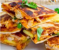 """خبزة محشية """"دجاج مفروم"""" على الطريقة التونسية"""