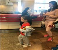 مطار القاهرة يستقبل الزوار بالورود والهدايا في يوم السياحة العالمي