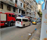 مصرع شخص وإصابة 2 في سقوط سقف شقة أثناء ترميمها بالإسكندرية | صور