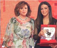 """رسالة مؤثرة من إلهام شاهين لـ""""دنيا سمير غانم"""" عقب ظهورها بمهرجان المسرح"""