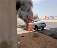 اشتعال النيران بسيارة ملاكي بطريق الصعيد بالمنيا