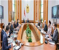 الرئيس يتابعخطط الدولة في مجال تحلية مياه البحر مع مجموعة من الوزراء والمسؤولين