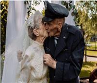الحب لا يعرف المستحيل.. زوجان يلتقطا صورة زفافهما بعد ٧٧ عاما