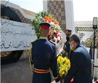 وضع إكليل الزهور على النصب التذكاري للجندي المجهول بالمنيا