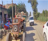 التحفظ على جرار زراعي ألقى مخلفات المباني في الطريق العام بالمنوفية