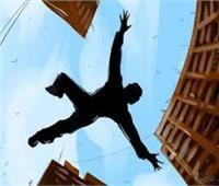 مصرع شخص سقط من أعلى سطح منزله لإلقاء الحجارة في مشاجرةبالمنيا