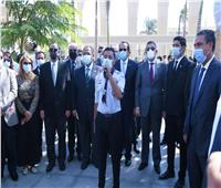 وزير التعليم العالي يؤدى تحية العلم وسط قيادات وطلاب جامعة عين شمس