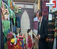 شاهد|رد فعل مؤثر من الرئيس السيسي على بكاء فتاة أمامه بمعرض «تراثنا»