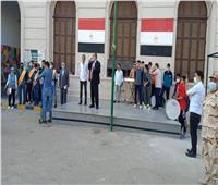 محافظ الجيزة وطلاب السعيدية يرددون النشيد الوطني