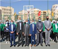 رئيس جامعة كفرالشيخ يشارك الطلاب تحية العلم مع بداية العام الدراسي