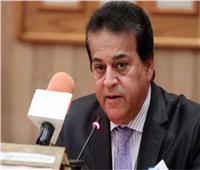 وزير التعليم العالي يستعرض تقريرًا حول فعاليات الاحتفال بنصر أكتوبر