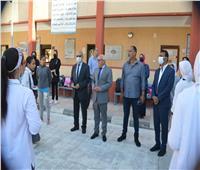 محافظ بورسعيد يشهد طابور الصباح بمدرسة فاطمة الزهراء الإعدادية