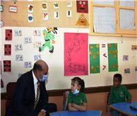 محافظ أسوان يتفقد المدارس لمتابعة سير العملية التعليمية| فيديو