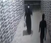 القبض على سيدة ألقت طفلة بمدخل إحدى عقارات المرج