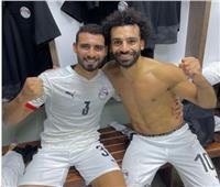 المحمدى يحتفل مع صلاح بالفوز على ليبيا