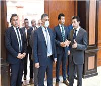 وزير الشباب والرياضة يلتقي وزير السكن والعمران الجزائري لبحث التعاون المشترك