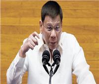 رئيس الفلبين يقترح تطعيم رافضي لقاح كورونا أثناء النوم