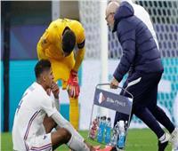 مانشستر يونايتد يعلن تفاصيل إصابة فاران