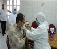 تطعيم الأطقم الطبية والعاملين بمستشفـى منشأة سلطـان الجامعـي بلقاح كورونا