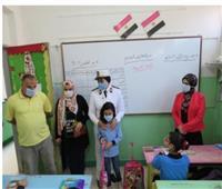 قيادات وضباط الشرطة يرافقون أبناء الشهداء للمدارس| صور