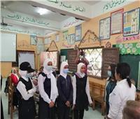 وفد من برنامج الغذاء العالمي يلتقى طلاب إحدى المدارس بأسوان