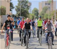 رئيس جامعة الزقازيق يتقدم «ماراثون الدراجات» داخل الحرم الجامعي
