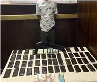 ضبط شخص بحوزته مخدرات وأسلحة نارية بحدائق القبة
