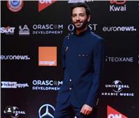 كريم قاسم يتألق على السجادة الحمراء في افتتاح مهرجان الجونة السينمائي