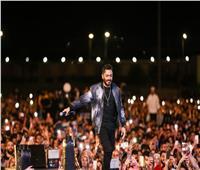 تامر حسني يحيي حفلا غنائيًا بحضور الآلاف من محبيه  صور