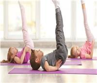 أبرزها «تمرين الضفائر».. 4 تمارين رياضية يمارسها الطفل في المنزل
