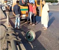 مصرع سائق إثر سقوط سيارة نقل في البحر بميناء الدخيلة