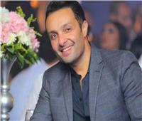 شقيق ياسمين عبد العزيز يسخر من ملابس حسن أبوالروس في الجونة