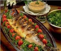 لعشاق المأكولات البحرية.. سمك بالخضار في الفرن