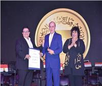 وزيرة الثقافة تكرم عددا من أبطال أكتوبر وفناني مصر