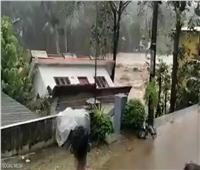لحظة انهيار منزل بأكمله في الهند   فيديو