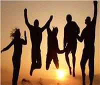 برج الجوزاء اليوم.. تتمتع بروح منفتحة تدفعك للتواصل بحب مع الأصحاب