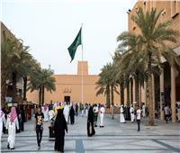 بتوجيه من الملك سلمان .. تمديد تأشيرات الزيارة آليا لمن هم خارج المملكة